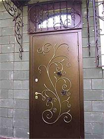 Выбираем входную дверь.